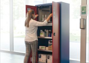 Almacenamiento seguro de desinfectantes e higienizantes