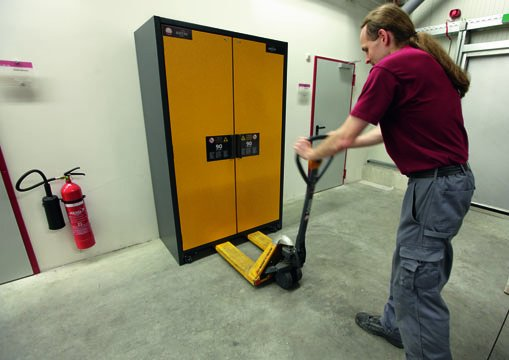 Internal transportation of a Q-CLASSIC-90 safety storage cabinet