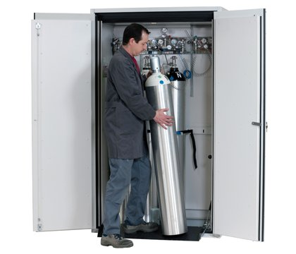 Gas cylinder cabinet G-ULTIMATE-90, comfort interior equipment for up to 4 x 50-litre gas cylinders, width 120 cm