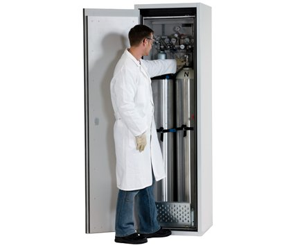 Gas cylinder cabinet G-ULTIMATE-90, standard interior equipment for up to 2 x 50-litre gas cylinders, width 60 cm