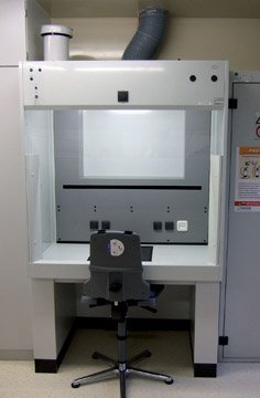 Weighing work station at GlaxoSmithKline, Dresden