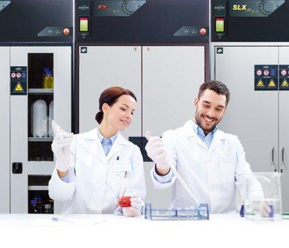Armarios con recirculación filtrante monitorizada en un laboratorio