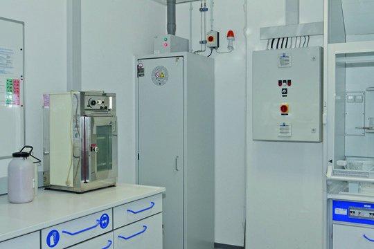 Armadio per bombole di gas G90 per stoccaggio in interni presso l'azienda CeramTec
