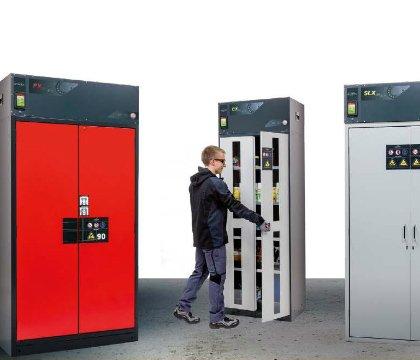 Multifunctionele veiligheidskasten met ingebouwde recirculatie afzuiging en luchtfilter. Geschikt voor de gezamenlijke opslag van de meest uiteenlopende gevaarlijke stoffen in één kast