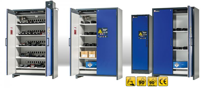 ION-LINE model variety: safety cabinets with various features (e.g. with earthed sockets for connecting chargers; integrated technical ventilation) and in 2 cabinet widths (120 cm, 60 cm).